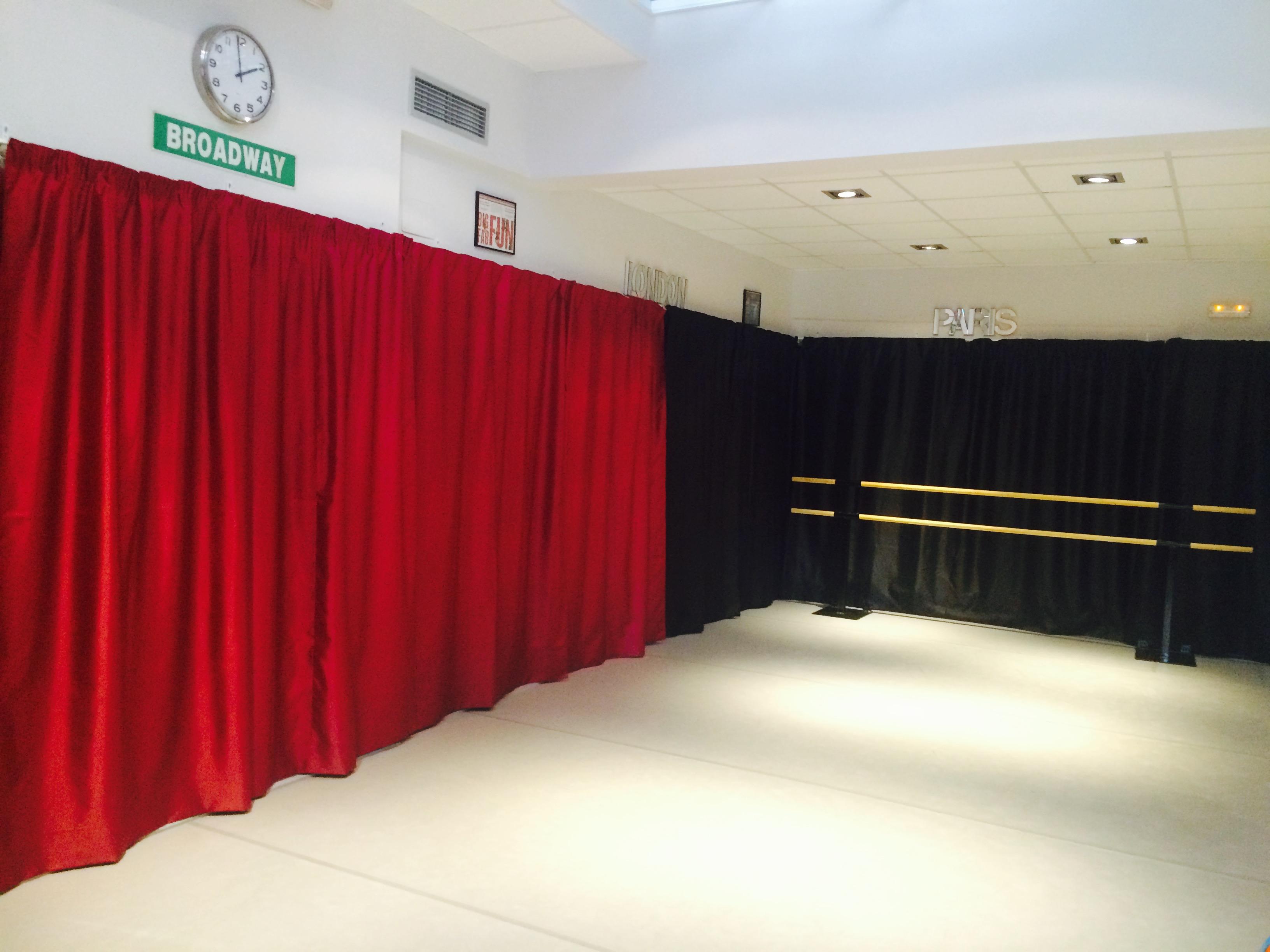 aula-con-cortinas-2